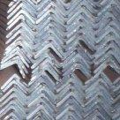 Уголок ГОСТ 8509-93 8510-93 стальной горячекатанный неравносторонний в России