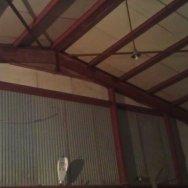 Ангар: внутренние размеры: 15*26, наружные +15см, колонны из 50 балки специальной, фермы из нее же. Высота в коньке= 7м, высота по краям =5,4м. Ангар утепленный, соединение на болтах.