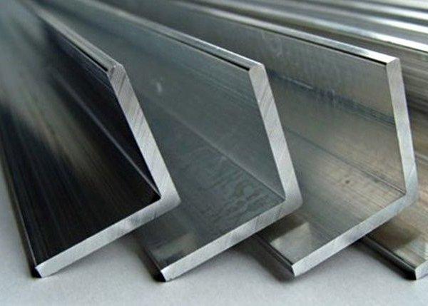 Уголок металлический гнутый равнополочный